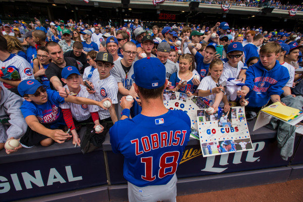 MILWAUKEE%2C+WI+-+APRIL+09%3A+Chicago+Cubs+Right+field+Ben+Zobrist+%2818%29+signs+autographs+for+fans+prior+to+an+MLB+game+between+the+Chicago+Cubs+and+the+Milwaukee+Brewers+on+April+9%2C+2017%2C+at+Miller+Park+in+Milwaukee%2C+WI.+%28Photo+by+Dan+Sanger%2FIcon+Sportswire+via+Getty+Images%29